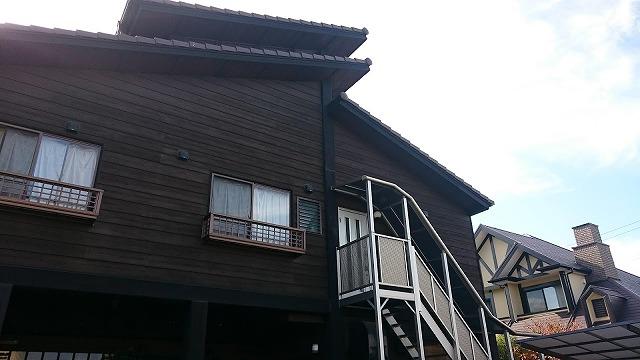 横からの住宅の外観