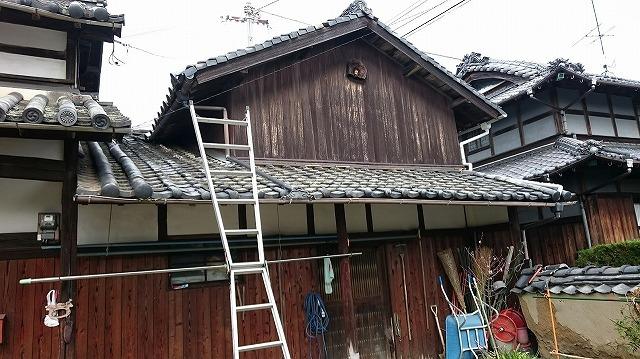 屋根に梯子をかけた時の写真