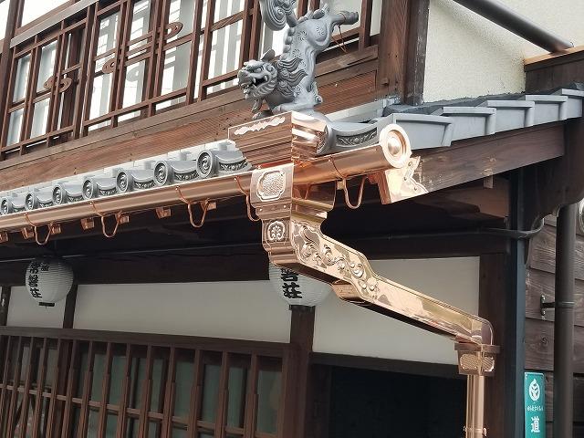 新しい銅板製の雨樋に交換した写真