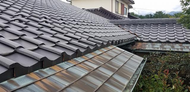 屋根の軒先部分の写真