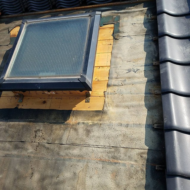 既存天窓の水切り撤去・掃除