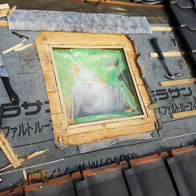 既存天窓の木製枠を撤去