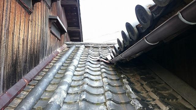 上り壁際の雨押えの板金を撮った時の写真
