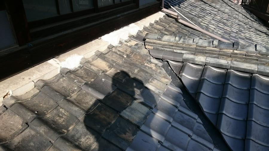 松山市平田町雨漏り現場左から見たところ松山市平田町雨漏り現場左から見たところ壁際施工後