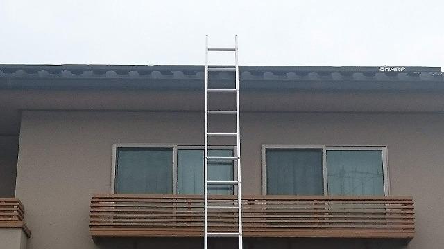 2階に梯子を立てる