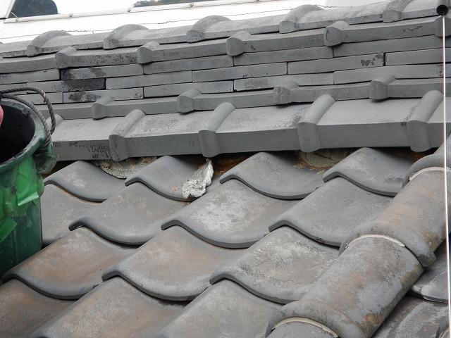 新居浜市又野で屋根のメンテナンス棟漆喰の塗り直しと瓦のズレ等補修