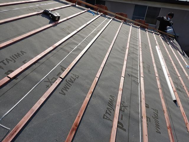 松山市でカラーベストから雨漏りしている鉄骨造の家を葺き替え工事