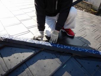乾式工法での棟瓦の施工途中