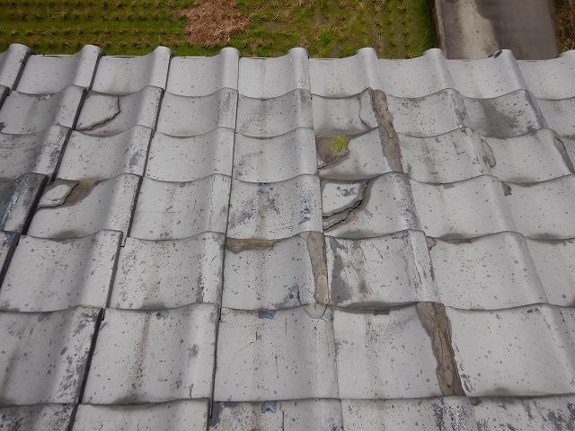 西条市福武で瓦の割れ等の経年劣化で雨漏りしているお宅の補修工事