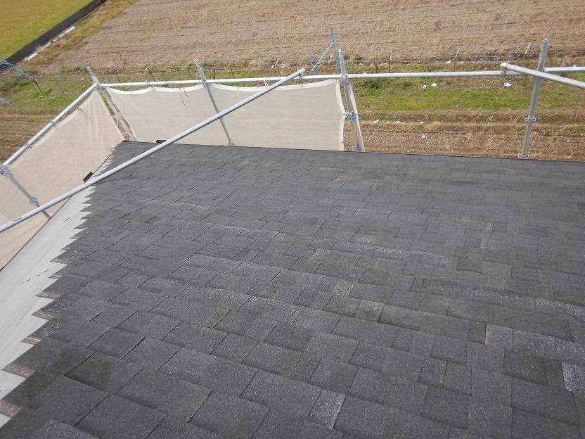 シングル屋根材の施工途中