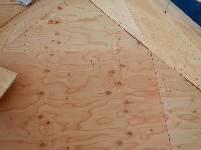 構造用合板を固定した様子