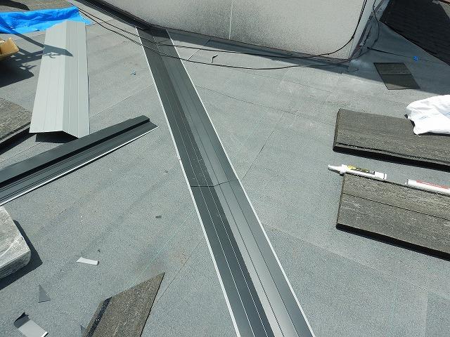 ガルバリウム鋼板製の谷板金を入れた時の写真