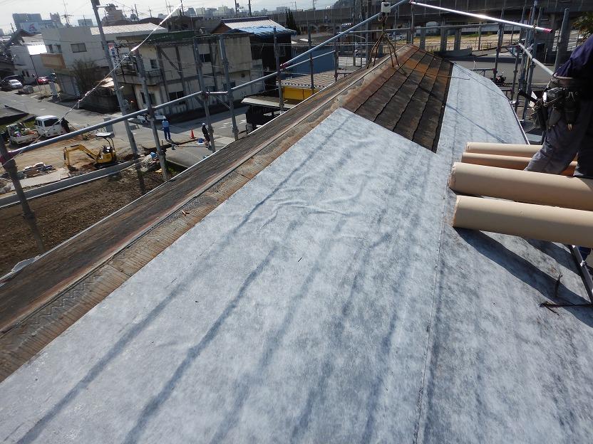 粘着式防水紙の施工途中