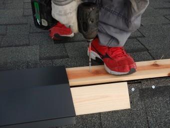 棟板金の施工途中