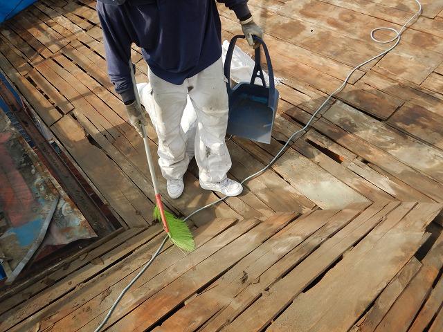 防水紙の撤去と掃除