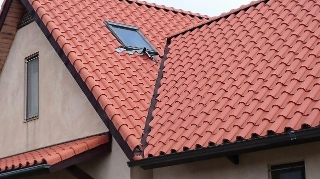 伊予郡松前町にて天窓の水切りエプロンが破れたお家の補修工事