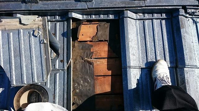 セメント瓦が破損した個所