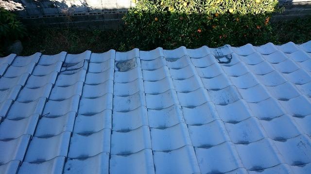凍害で表面が剥がれた瓦