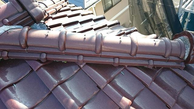 屋根棟部を近くで撮った写真