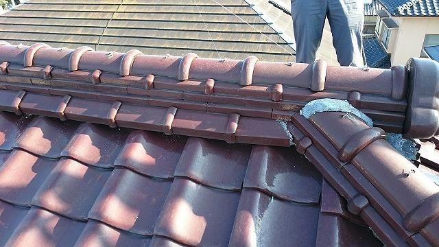 屋根棟部を近くで撮影した時の写真