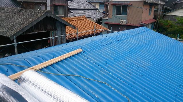 一階の大波スレート屋根