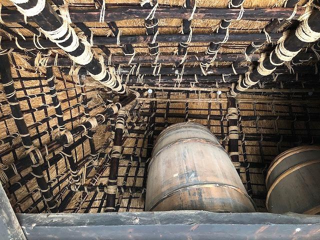 茅葺き屋根の天井裏