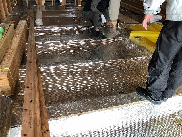 お風呂場周辺のエコ遮熱工事した床下の写真