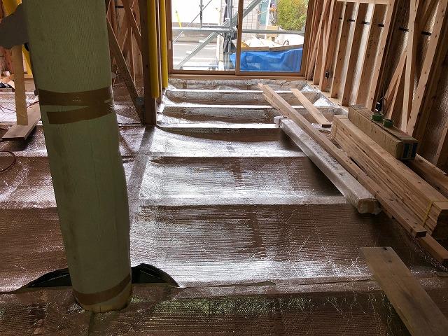床下のエコ遮熱工事が完工した写真