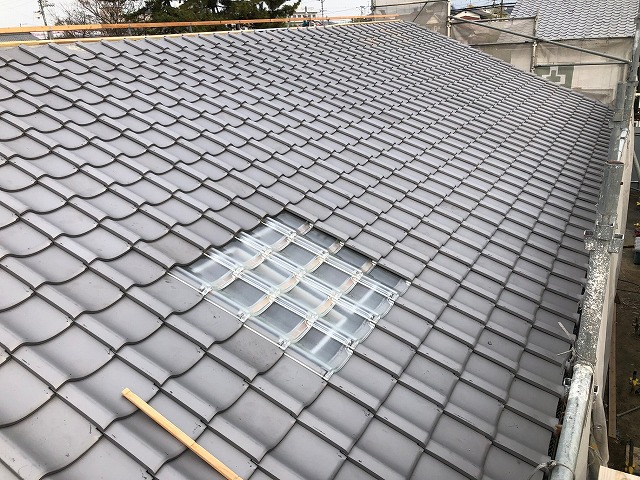 ガラス瓦を設置した屋根全体写真