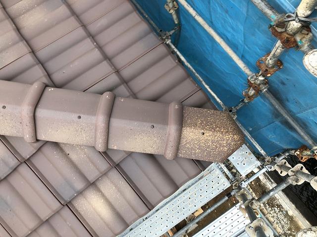 屋根隅棟部の先端部分を上から撮った写真