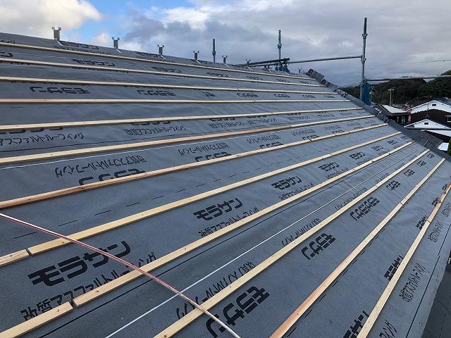 屋根に瓦桟を施工した時の写真