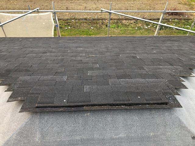 シングル材を施工した屋根面