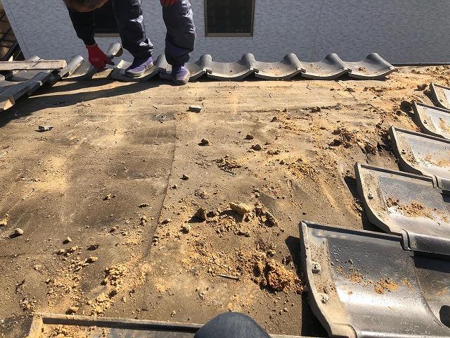隅棟周辺の地瓦を除けた時の写真