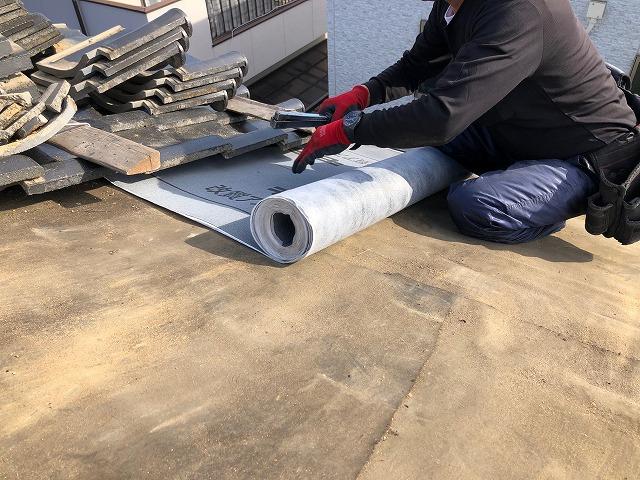 防水紙を施工している時の写真
