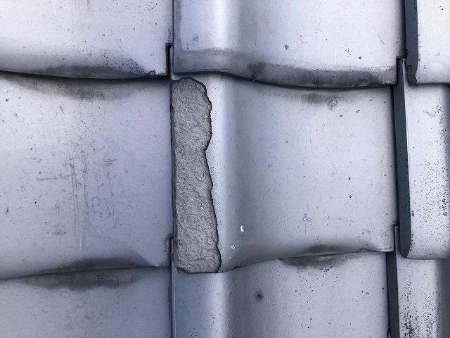 表面が剥がれている瓦