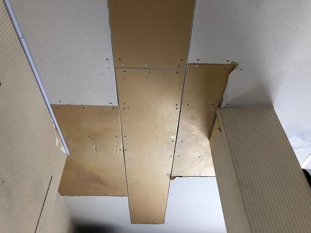 施設の一階事務所天井写真