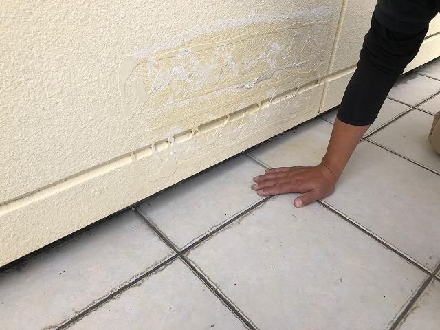 タイルの床下部分の写真