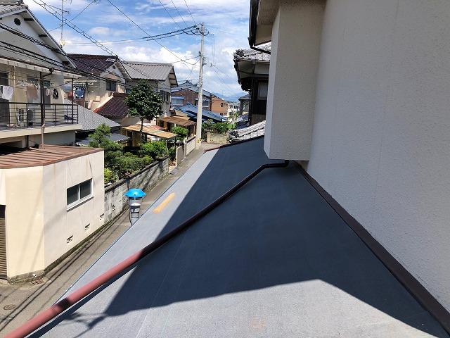 下屋根の防水紙の施工が完了した時の写真2