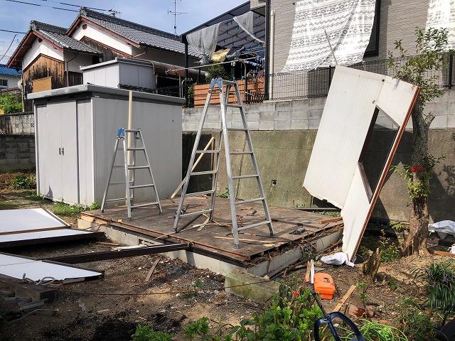 プレハブの解体作業写真