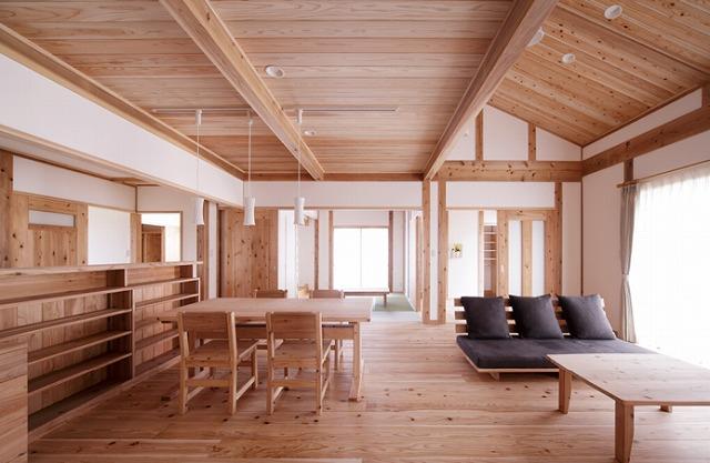音響熟成木材を使ったリビングの写真