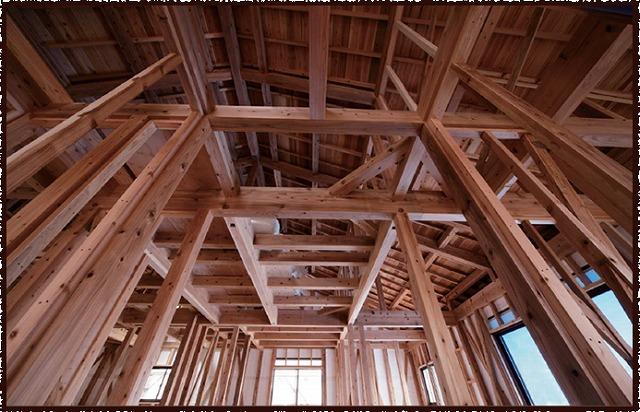 音響熟成木材を使って建てた骨組み写真